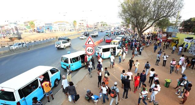 - 0091a4a19 53c8 4cb2 bd57 b75782346174 r NjQweDM0NQ - Trabalhadores angolanos frustram manifestação convocada por via das redes sociais