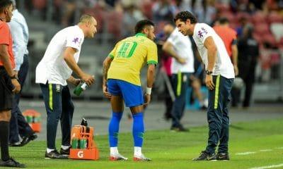 - Neymar brasil 400x240 - Brasil empata com a Nigéria e aumenta jejum de vitórias; Neymar sai lesionado