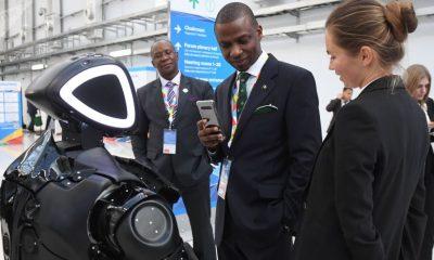 - Rob russo 400x240 - Robô russo diverte africanos no fórum econômico de Sochi