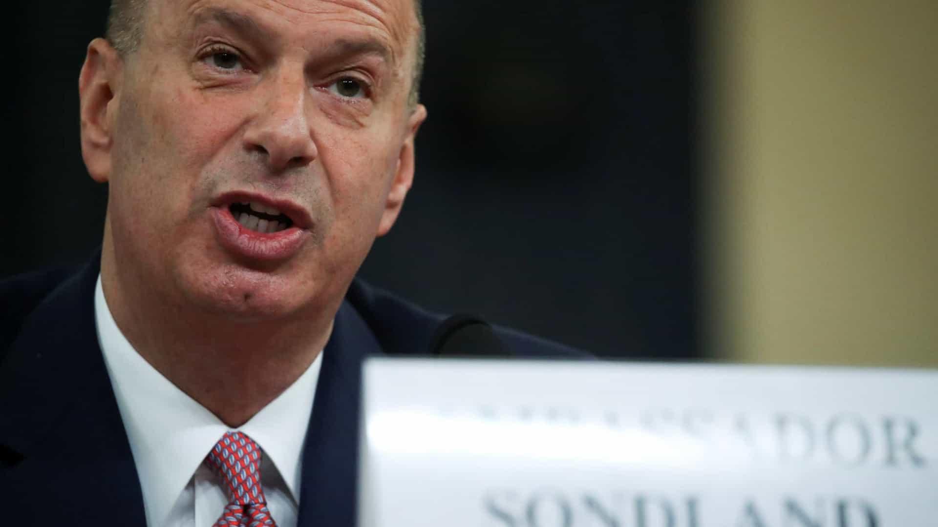 """embaixador confirma que pressionou ucrânia por ordem """"expressa"""" de trump - Gordon Sondland - Embaixador confirma que pressionou Ucrânia por ordem """"expressa"""" de Trump"""