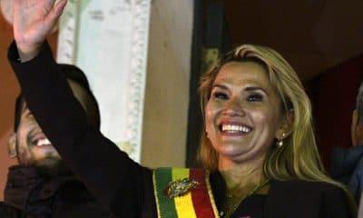 - Jeanine A ez 400x240 - Uma política pouco conhecida assume presidência da Bolívia