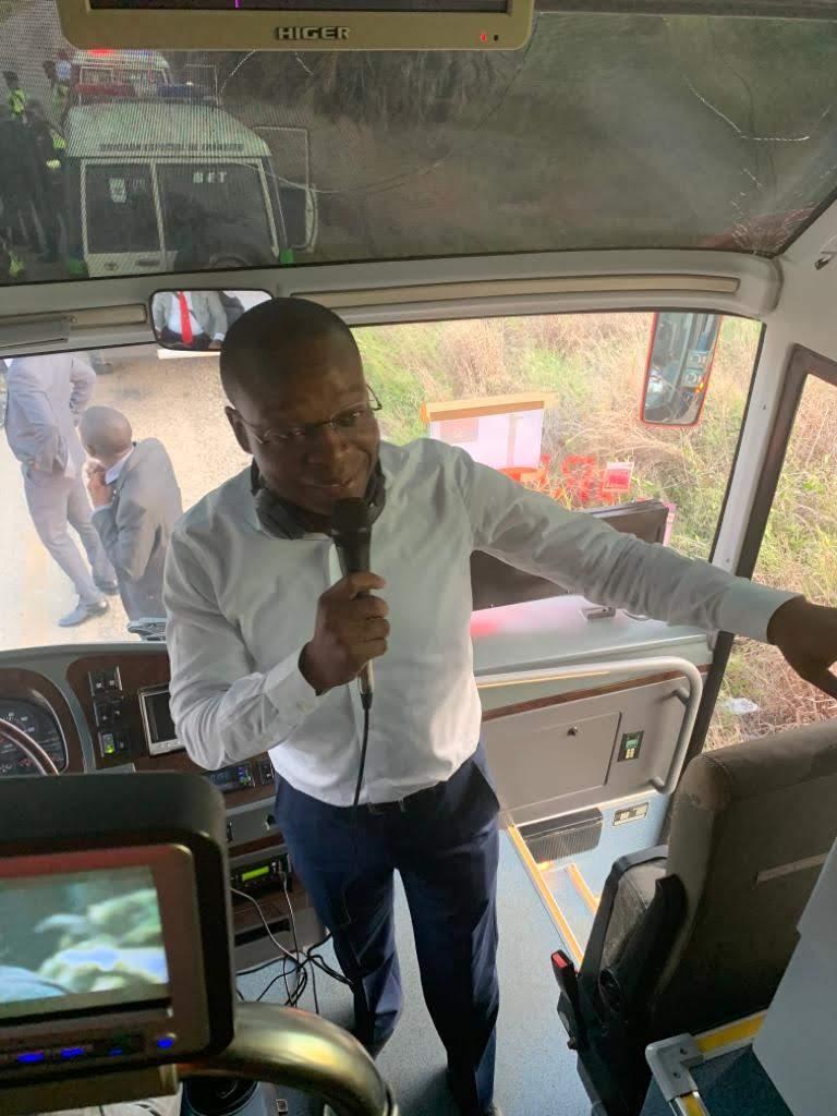- SAVE 20191122 150616 - Ministros e governadores viajam de autocarro a Cuanza Sul