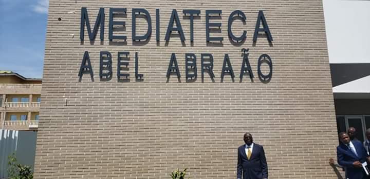 jornalista angolano que destacou-se na cobertura da guerra pós-eleições de 1992 dá nome a mediateca do bié - WhatsApp Image 2019 11 09 at 15 - Jornalista angolano que destacou-se na cobertura da guerra pós-eleições de 1992 dá nome a Mediateca do Bié