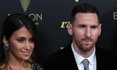 - 10 03 58 messiballon1 400x240 - Messi conquista sexta Bola de Ouro