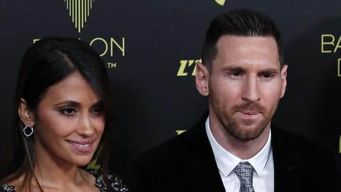 - 10 03 58 messiballon1 - Messi conquista sexta Bola de Ouro