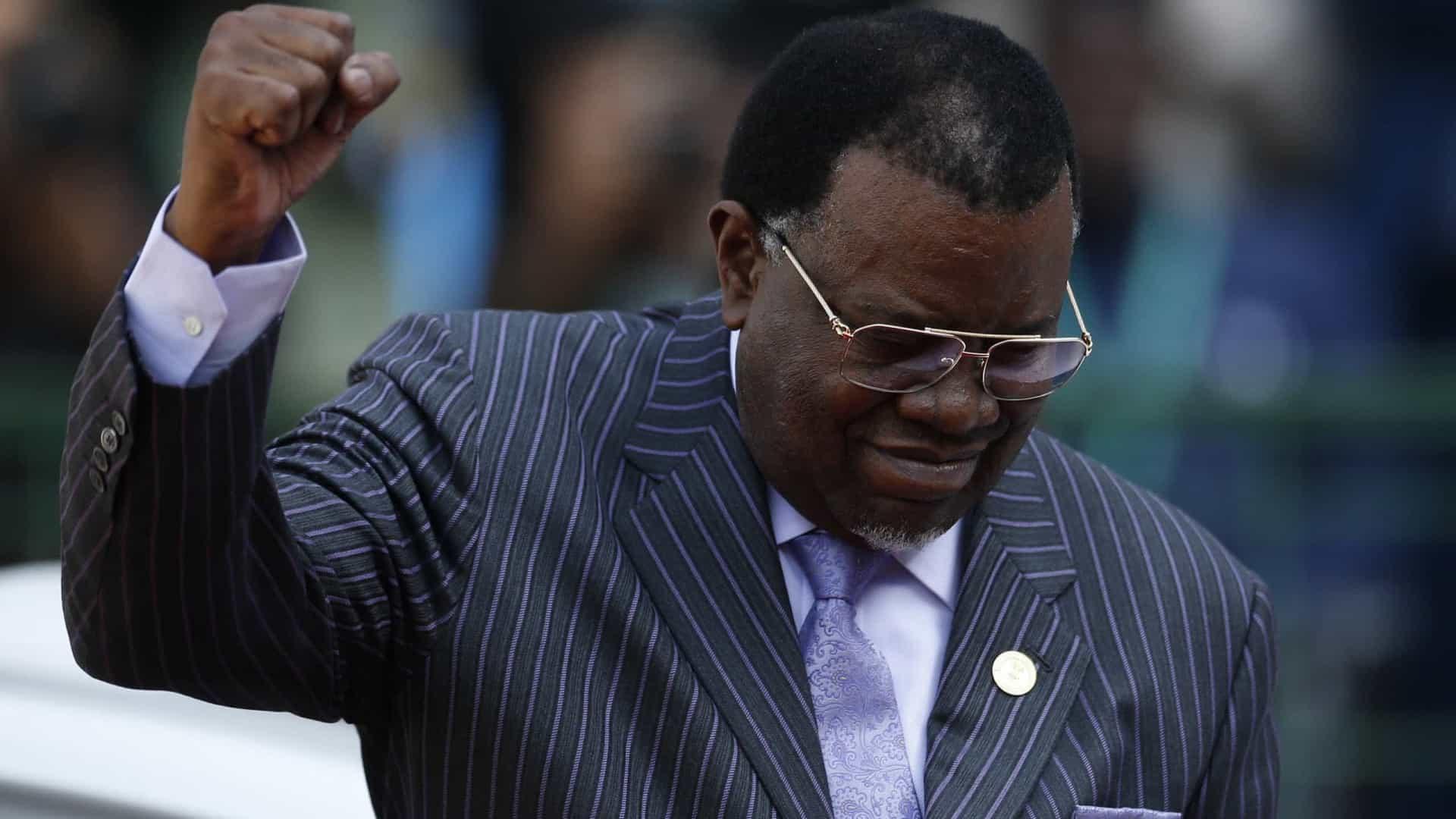 - Hage Geingob - Presidente namibiano Hage Geingob reeleito com 56,3% do votos