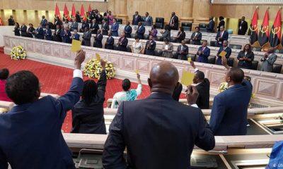 Oposição em Angola